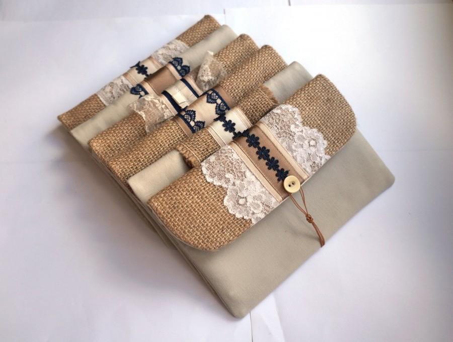 Свадьба - Waves - Set of 6 white, ivory lace and navy blue accents envelope clutch, hessian/ burlap and beige linen bridesmaid purse, nautical wedding
