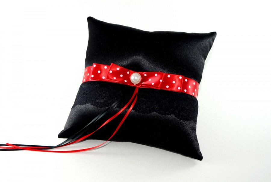Mariage - Mickey's Getting Married - Mickey Mouse ring bearer pillow, Mickey Mouse wedding, Disney weddings