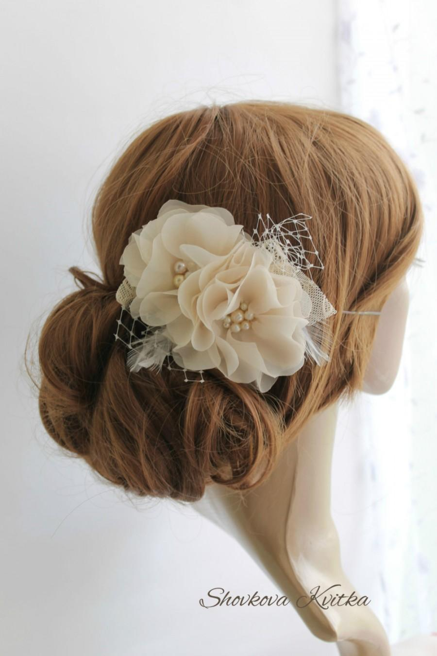 Mariage - Bridal Flower Heir Piece, Champagne Ivory White Wedding Head Piece, Flower Fascinator, Chiffon Flower Hairclip, Bridal hair flower.