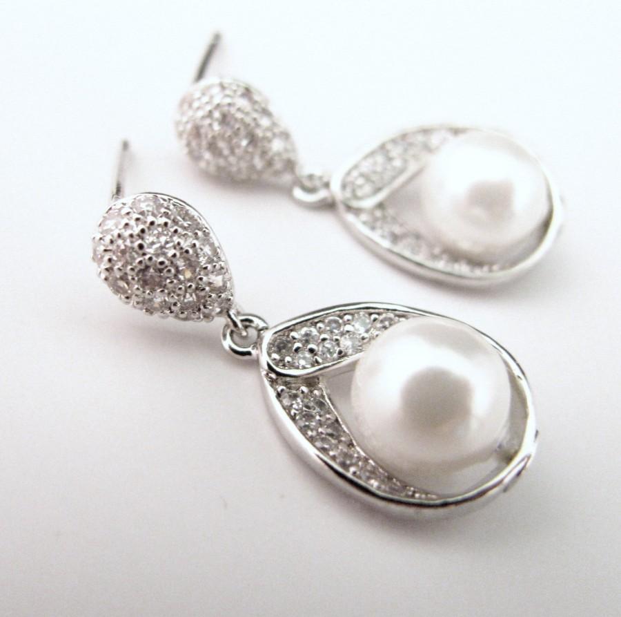 Hochzeit - wedding jewelry bridesmaid gift bridal jewelry wedding earrings bridal party earrings white shell pearl silver cubic zirconia teardrop post