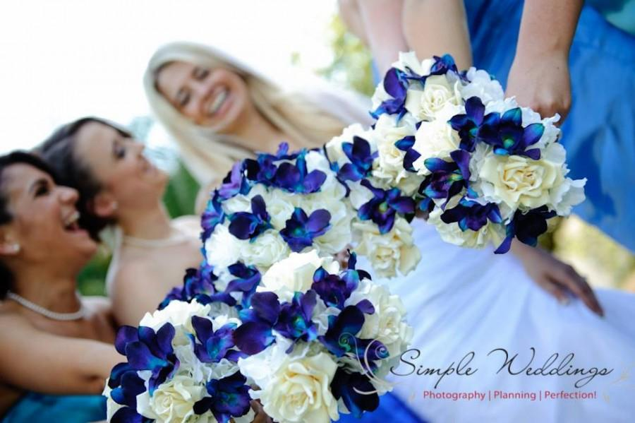 زفاف - Taylor's Bridal Bouquet with Blue Violet Dendrobium Orchids,Cream Open Roses,Singapore,Galaxty