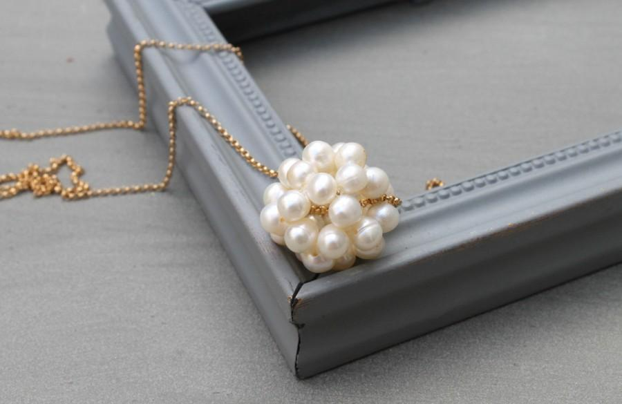 Hochzeit - Mother of the bride pearl necklace wedding, gold pearl cluster necklace, Elegant pearl necklace wedding, anniversary gift Pearl necklace
