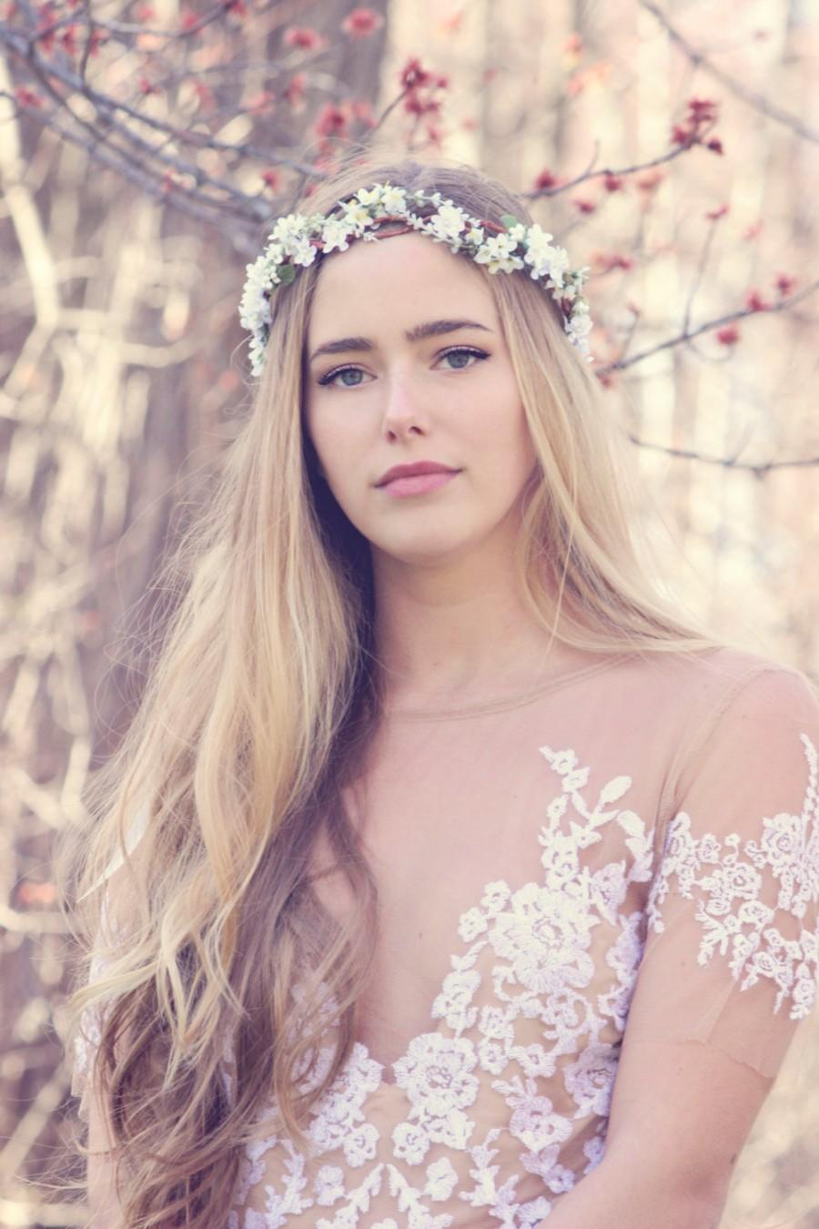 Mariage - white woodland wedding hair crown, rustic flower headpiece, boho wedding acessory, forget me not flower bridal wreath