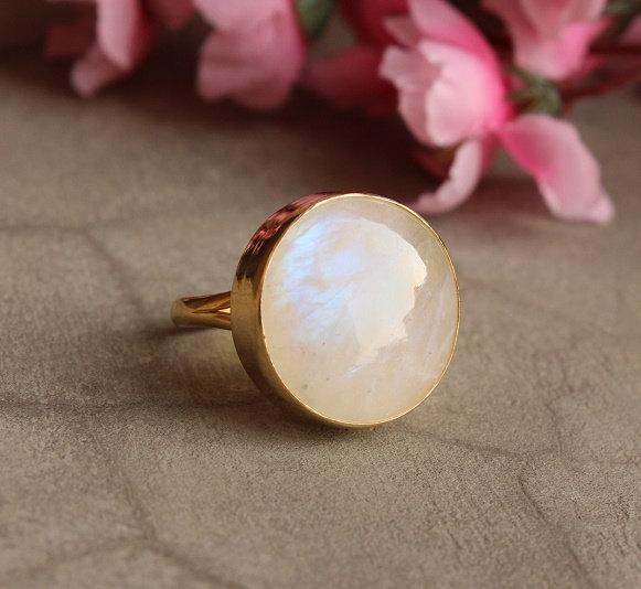 زفاف - 18k gold moonstone ring - Natural Moonstone Ring - Round ring - Gold Bezel ring - Gemstone ring  - Gift for her