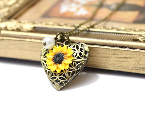 Wedding - Sunflower Heart locket necklace, Gold Sunflower, Locket Wedding Bride, Bridesmaid Necklace, Birthday Gift, Sunflower Photo Locket