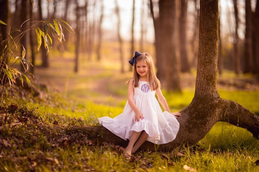 Свадьба - Flower Girl dress, White Flower girl dress, Rustic flower girl dress, Cotton flowergirl dress, Ivory flower girls, wedding outfit, monogram