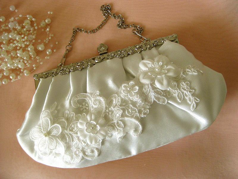 Свадьба - OOAK Romantic lace 3D flowers bridal clutch vintage style Swarovski crystals  ivory cream wedding