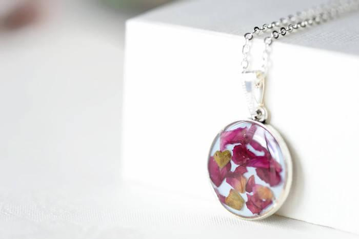 Hochzeit - Epoxy resin pendant with rose petals - Pendant necklace, Gift, Epoxy resin jewelry, Handmade, Natural jewelry, Jewelry with flowers, Rose