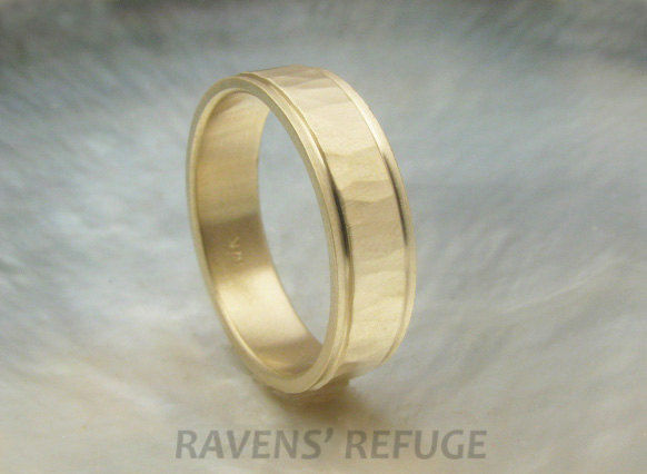 Свадьба - unique man's wedding ring -- 5mm 14k yellow gold hammered wedding band with stepped edges