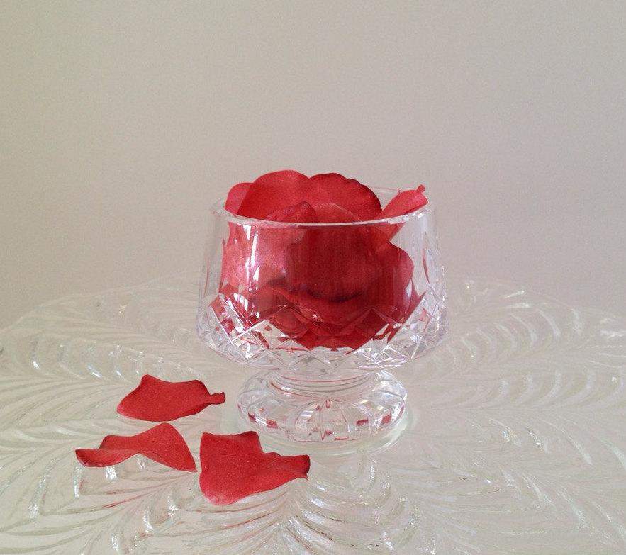 Wedding - Edible Rose Petals, Wafer Paper Flowers for Cakes and Cupcakes