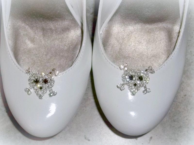 Mariage - Skull and Crossbones shoe clips, bridal, wedding, prom, goth wedding, halloween, shoe clips, rhinestone shoe clips, clips for bridal shoes