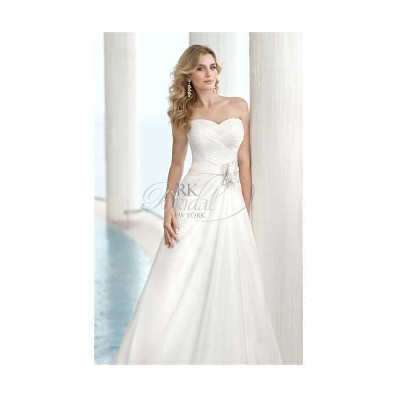 Stella York By Essence Of Australia - Style 5571 - Elegant Wedding ...