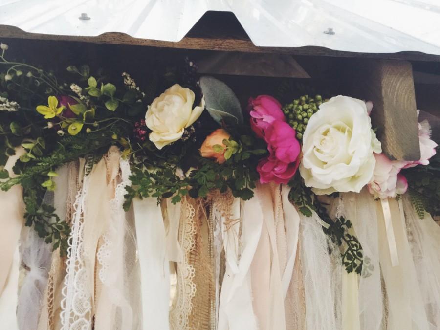 Mariage - Summer Flower Garland, Boho Wedding backdrop, Boho Home Decor, Wedding Flower Garland, Treehouse Teepee Decor, BOHO Wedding Decoration