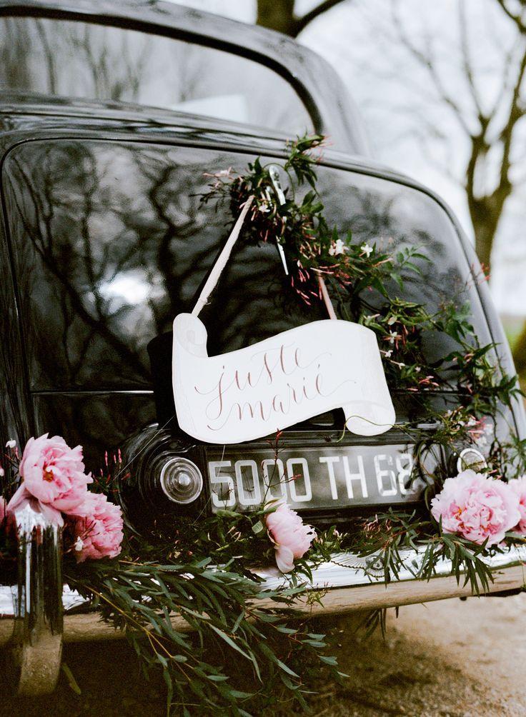 Hochzeit - Charming Burgundy Wedding Inspiration
