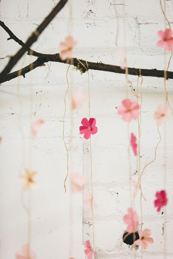 Boda - DIY Paper Cherry Blossom Backdrop
