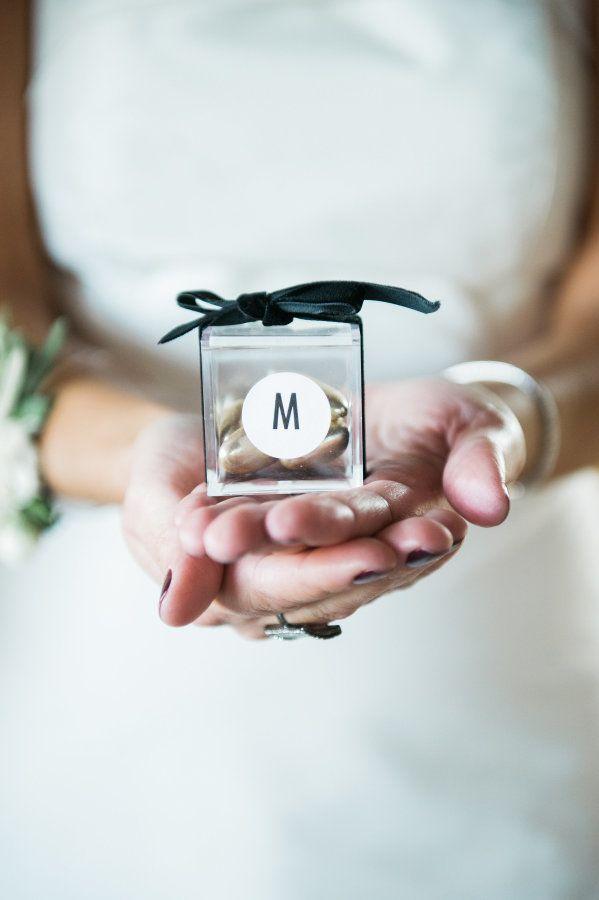 Hochzeit - A Wildly Chic Waterfront Restaurant Wedding