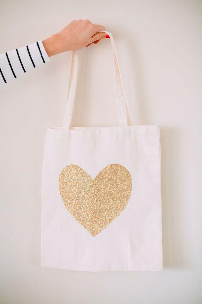 Hochzeit - 30 DIY Bridesmaid Gifts Impossible NOT To Love