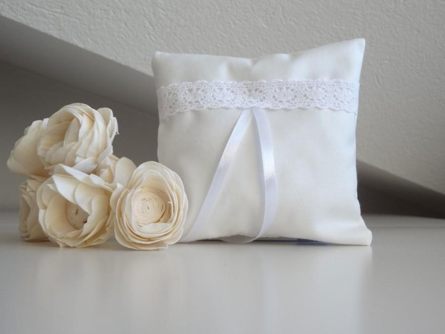 Свадьба - White wedding pillow, bridal pillow, ring bearer cushion with cotton lace decoration