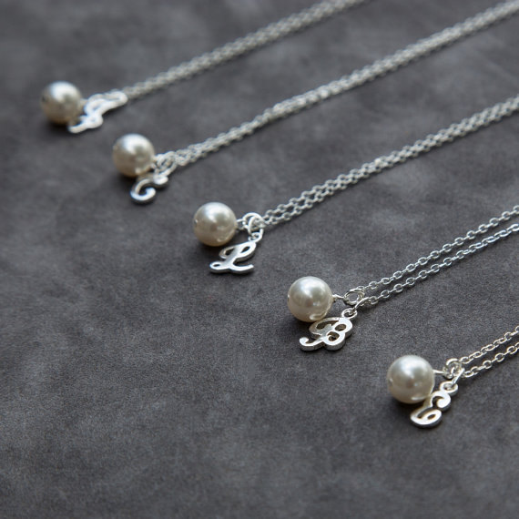 Mariage - Bridesmaid Jewelry Set of 8, Initial and Pearl Bridesmaid Necklaces, Personalized Initial Jewelry, Letter Wedding Jewelry