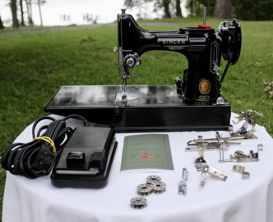 Nozze - Singer Featherweight 221 Sewing Machine, Case, Accessories & Extras! Sew Ready, Vintage Collectable