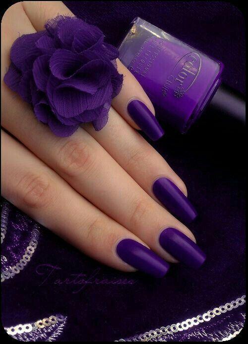 Фиолетовый оттенок ногтей фото