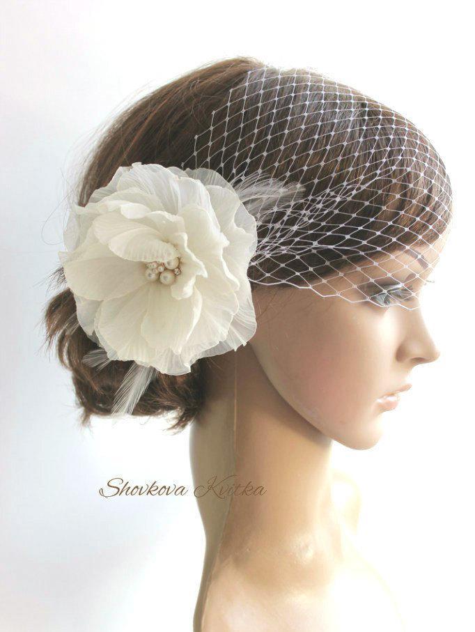 Mariage - Wedding Veil Headpiece, White Birdcage Veil, Ivory Flower Fascinator, champagne Wedding Headpiece, Flower Veil Hair Piece
