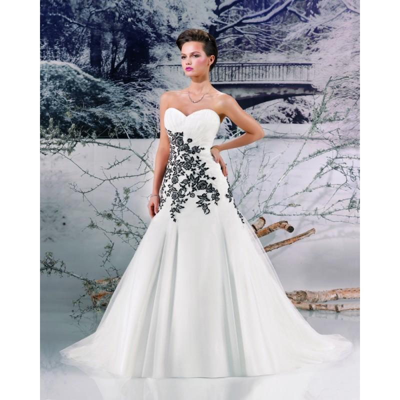 Свадьба - Charming A-line Sweetheart Embroidery Sweep/Brush Train Tulle Wedding Dresses - Dressesular.com