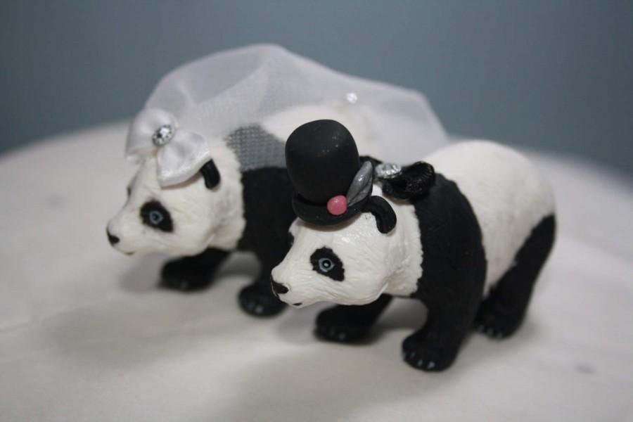 Свадьба - Panda Bear Bride And Groom Custom Wedding Cake Topper - Black and White Wedding - Animal Cake Topper - Personalized Cake Topper