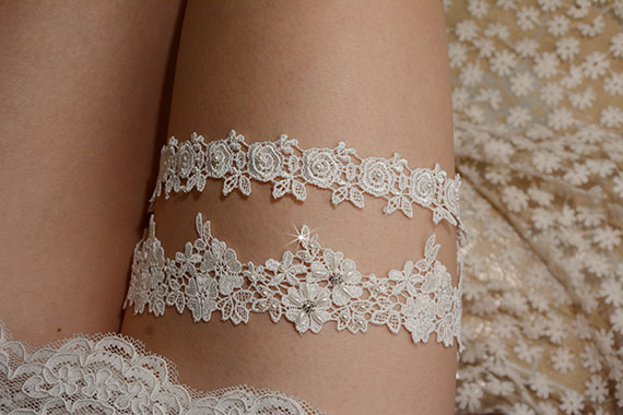 Mariage - off white bridal garter set , lace garter set, retro floral lace garter, wedding garter set,beaded garter set