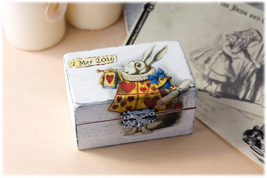Mariage - Alice in Wonderland Box: Alice Wedding Decorations - Wedding Ring Holder - White Rabbit Proposal Box - Engagement Ring Box - Ring Pillow box