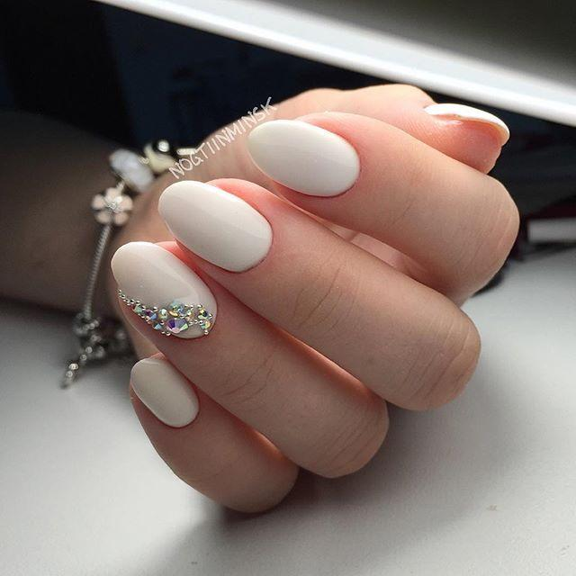 زفاف - 30 Chic Wedding Nail Art Ideas Your Mum Won't Yell At You For Wearing
