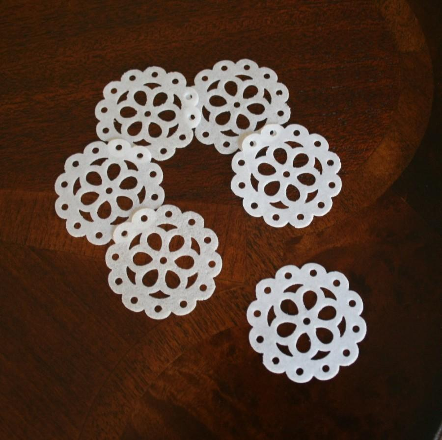 Mariage - 30 Wafer Vintage Doilies, Medallions, WHITE or pastel colors