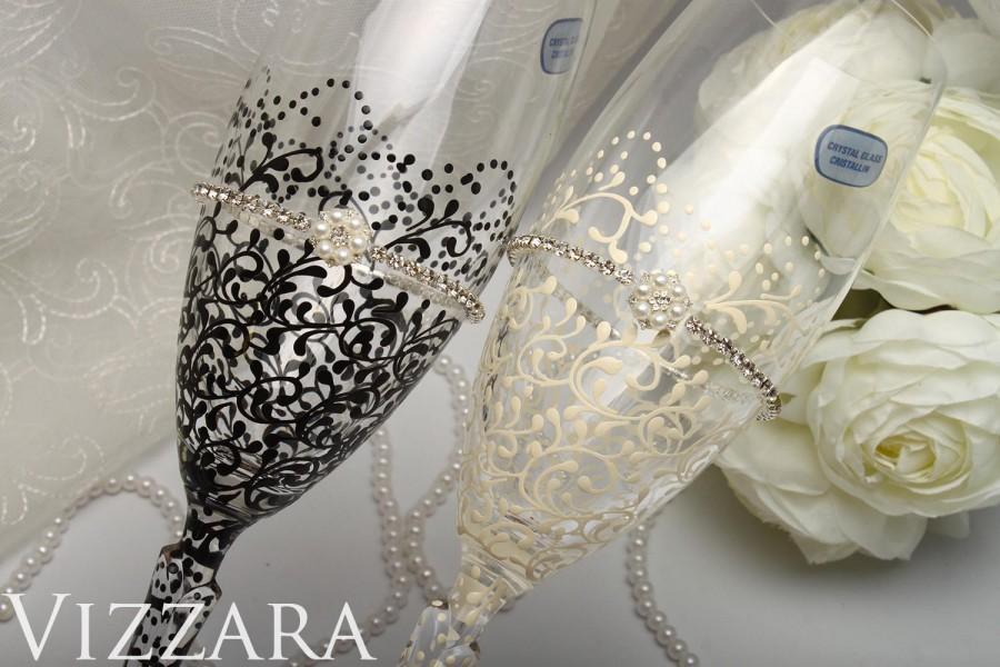 Mariage - Wedding toasting glasses Black White ideas bride groom flute gold black flutes wedding gold black set Toasting flutes black wedding glasses