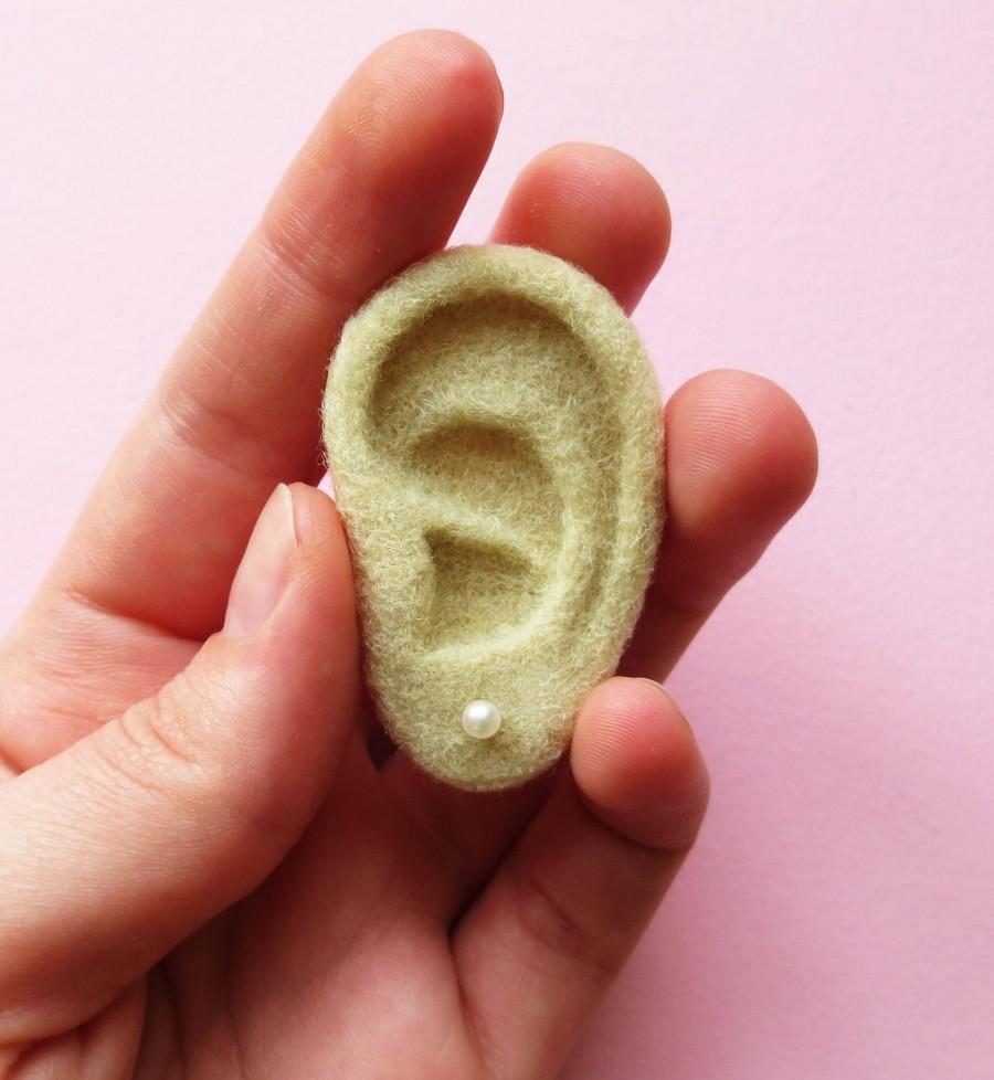 Свадьба - Ear brooch, earring storage, earring holder, needle felted ear, jewelry storage,needle felted brooch, white ear,white brooch,jewelry storage