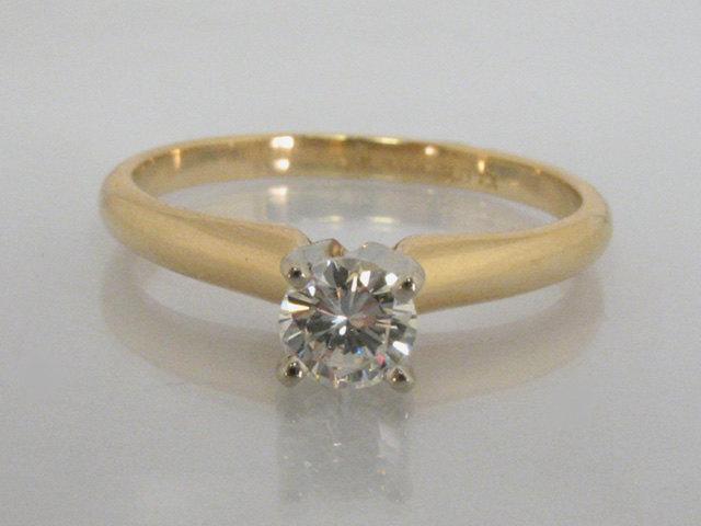 Свадьба - Diamond Solitaire Engagement Ring - 0.27 Carat Round Brilliant Cut Diamond