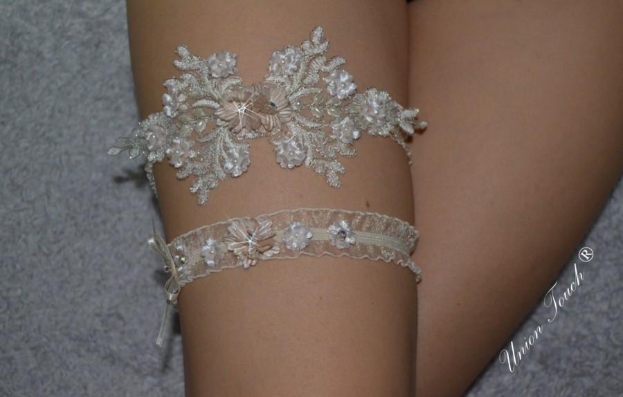 Hochzeit - OFF WHITE wedding garter, bridal garter, lace garter, keepsake and toss garter, wedding garter, flower garter, customizable, garter