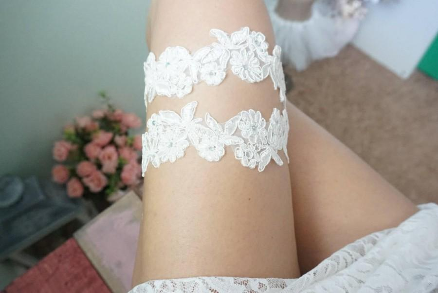 Hochzeit - Ivory lace wedding garter, single bridal garter, wedding toss garter, keepsake garter, lace garter for bride, handmade lace garter, garter