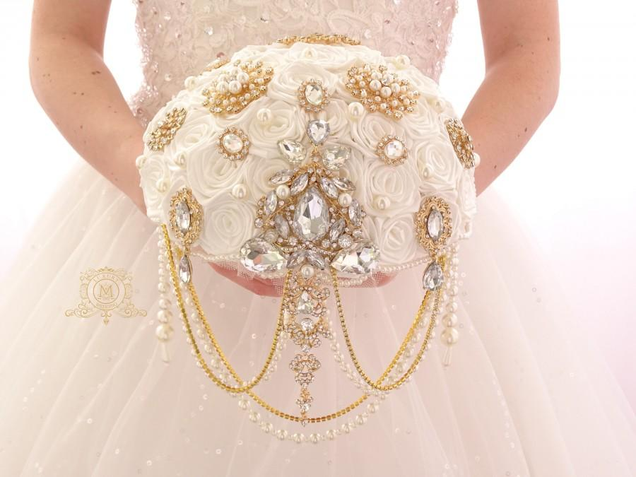Hochzeit - BROOCH BOUQUET. Gold vintage jeweled pearl cascading ivory brooch bouquet in Gatsby style by MemoryWedding
