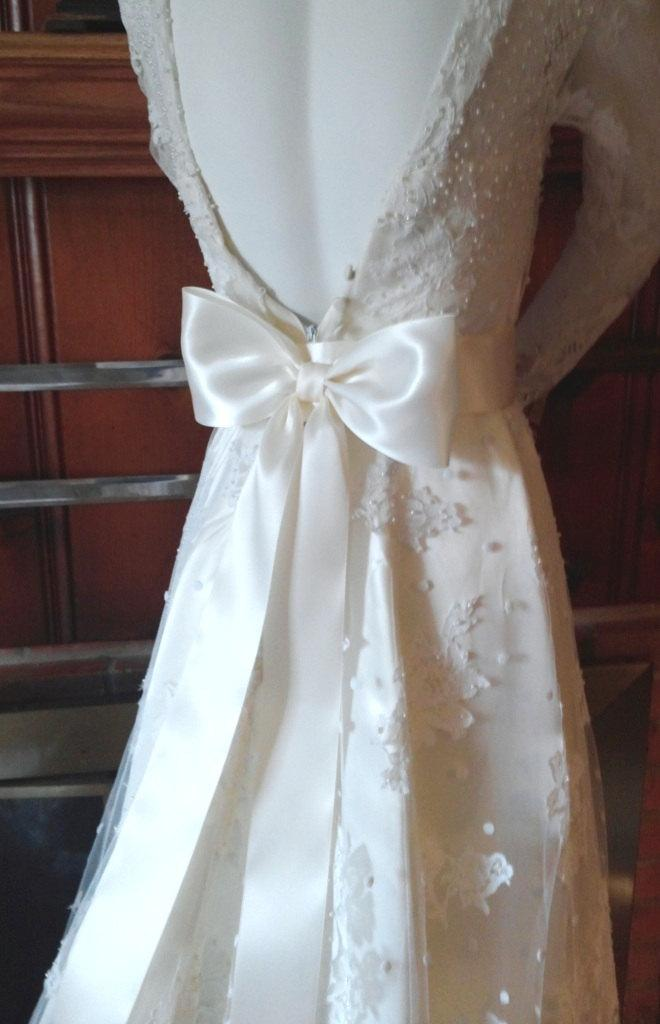 Mariage - Large Bow Wedding Dress Bow Ivory on a Pin Back,  Big Bow Bridal Gown Bow, Satin Bridal Bow,  Bow Bridesmaids, Flower Girl dress Bow