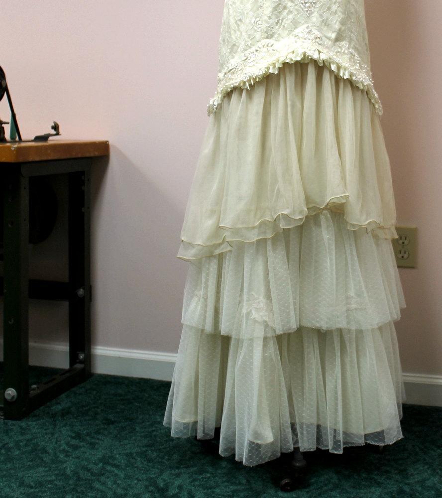 زفاف - SALE Wedding Gown Mermaid Upcycled Vintage Lace Tiered Ruffles Size 10