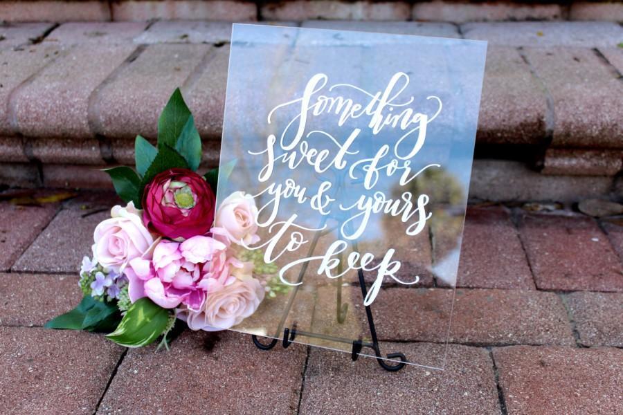 Свадьба - Wedding Favors Sign, Acrylic Wedding Sign, Custom 8x10 Calligraphy Acrylic Sign, Rustic Vintage Modern Weddings