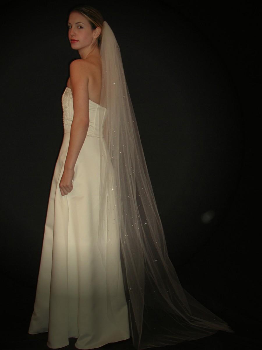 "زفاف - Swarovski Crystals Embellished Wedding Veil - 75"" chapel length bridal veil with plain raw cut edge"