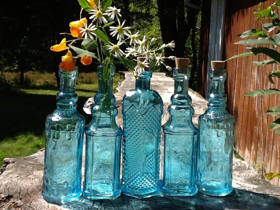Hochzeit - 5 Blue Bottles 6.5 Inch Tall 4 oz 120ml 6.5 Inches Tall Corks Glass Bottle Collection Vintage Wedding Decor Blue Vases Bud Vases