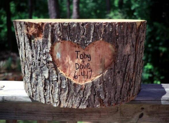 Свадьба - Wood log cake stand, wood cake stand, stump, cake stand, wood log, personalized cake stand!