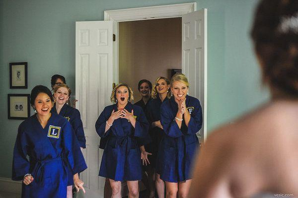 Wedding - 19 Bridal Party 'First Look' Photos That Capture Friendship At Its Sweetest