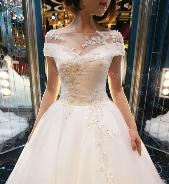 Mariage - AHW025 New Arrival Elegant Lace Train Wedding Dresses With Appliques 2017