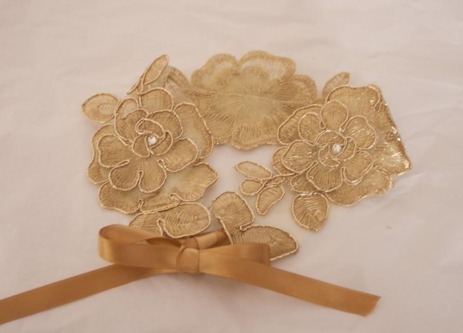 Mariage - Vintage style Gold  lace wedding garter with Swarovski crystals. Brides garter secure with ribbon ties. Ivory garter, Country wedding garter