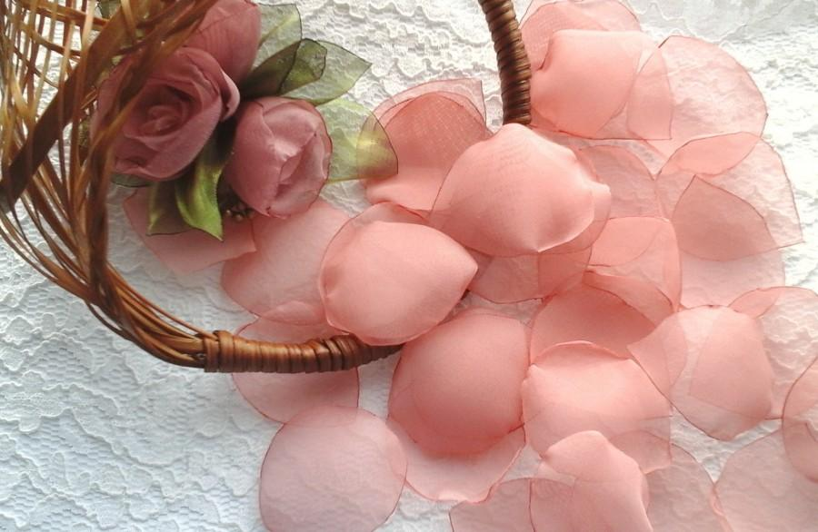 Mariage - Dusty Pink Organza Rose Petals, Wedding Decoration, Bridal Petals, Flower Girl Basket, Table Scatter, Aisle Petals,Toss Petals, Vase Fillers