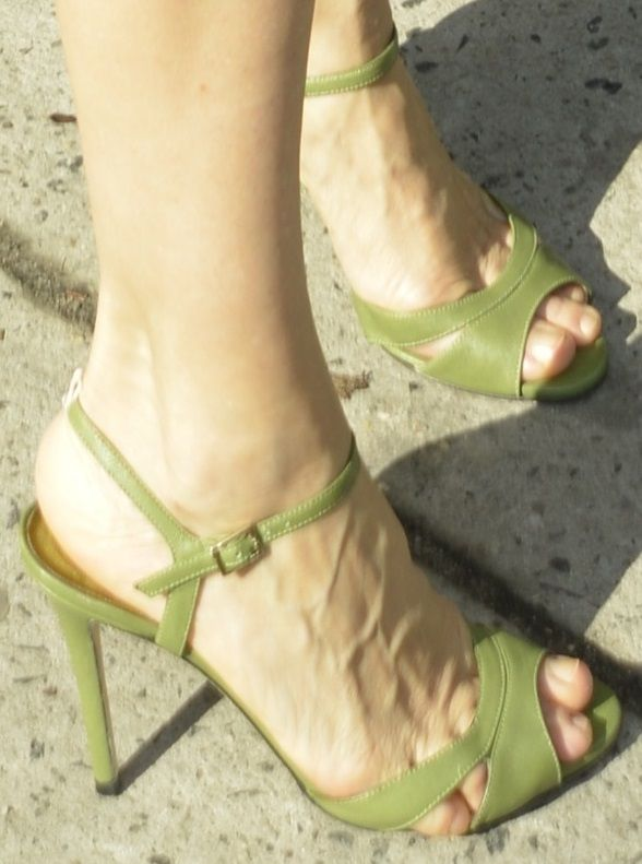 "Wedding - Sarah Jessica Parker Wears SJP ""Anna"" Sandals For Shop Opening"