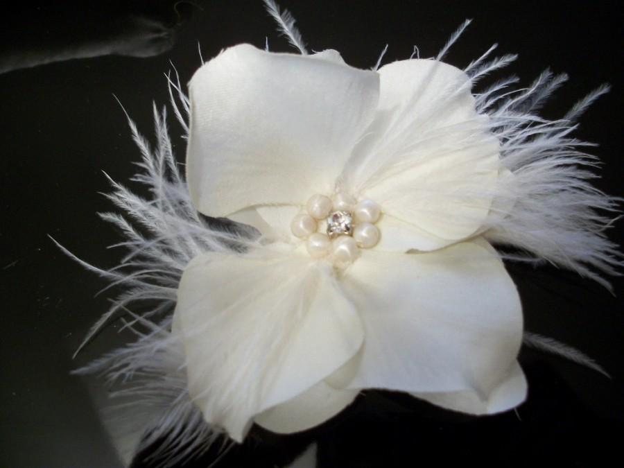 Свадьба - Headpiece orchid fascinator white feathered